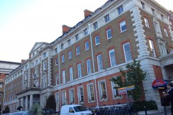 Kings college hospital building at denmark hill