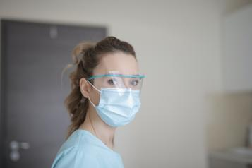doctor with mask PPE covid